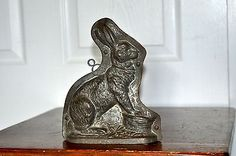 VINTAGE BUNNY / RABBIT CHOCOLATE MOLD ANTON REICHE DRESDEN  MADE IN GERMANY