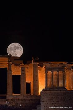 Sweet Moon, Chill, Moon Photography, Castle Ruins, Beautiful Moon, Night Photos, Perfect World, Ancient Greece, Blue Moon