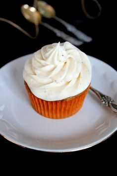 Wicked sweet kitchen: Porkkana cupcakes kaneli-tuorejuusto-kuorrutteella Cupcake Cakes, Cupcakes, Finnish Recipes, Wicked, Recipies, Deserts, Goodies, Baking, Eat