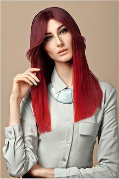//YUAN// Les cheveux longs, symbole de la féminité. Léger dégradé en bordure, avec contouring bordeaux et rouge intense.