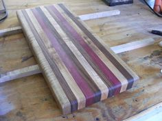 Learn how to make a wooden cutting board in 11 easy steps. Use this tutorial to build your own DIY cutting board. Wood Projects For Beginners, Easy Wood Projects, Woodworking Projects That Sell, Custom Woodworking, Woodworking Plans, Woodworking Classes, Popular Woodworking, Woodworking Furniture, Project Ideas