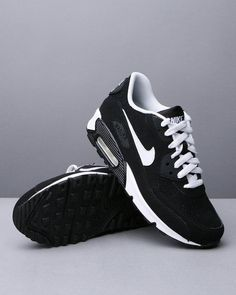 black nike air 87's. like these toooo