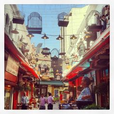 Karypi stoa which Ouzou Melathron tavern has decorated to attract all passersby. (Walking Thessaloniki - Route 02, Old City Hall)