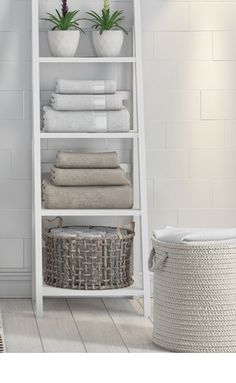 This shelf ladder is not only suitable as an additional storage unit, but also as a decorative stand for plant pots. It would look marvelous in your home. Bathroom Storage Ladder, Ladder Shelf Decor, Ladder Bookcase, Bathroom Standing Shelf, Bathroom Shelf Unit, White Bathroom Storage, Home Office Organization, Bathroom Interior Design, My Living Room