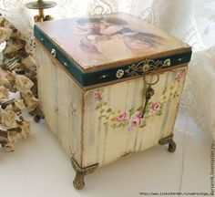 Imagen relacionada Decoupage Glass, Napkin Decoupage, Decoupage Furniture, Decoupage Art, Decoupage Vintage, Paint Furniture, Cigar Box Crafts, Old Boxes, Craft Bags
