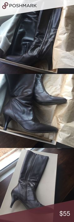 "Brown knee high Rivington J.Crew Kitten Heel boot J.Crew rivington style brown leather kitten heel boot. Heel measures 2.5"". Boot shaft measures 16"". Excellent condition. Zips on inside of leg. J. Crew Shoes Heeled Boots"