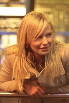 Rollins- God, Kelli Giddish is absolutely beautiful!