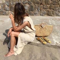 30 Chic Summer Outfit Ideas - Street Style Look. The Best of street fashion in Beige Outfit, Vestidos Off White, Mode Vintage, Looks Style, Mode Inspiration, Mode Style, Summer Wardrobe, Who What Wear, Summer Looks