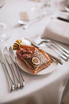 Colocar el detalle o recuerdo en una bolsa única hará del detalle algo único #detalles #bodas #novias