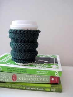 t free knitting pattern! It's green, it's a coffee sleeve, its Greensleeves:
