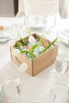 easy Easter centerpiece - click for the effortless details