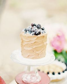 This is a pretty wedding cake ever! see more - Navy blue pink and gold | http://fabmood.com/navy-blue-pink-and-gold/