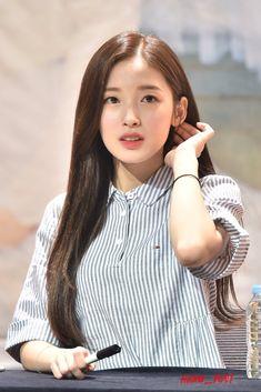 Arin Oh My Girl, Kpop Girl Bands, Rapper, Kpop Outfits, Korean Actresses, Celebs, Celebrities, Beautiful Asian Girls, Ulzzang Girl