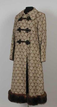 Vintage 1970s 80s Peruvian Alpaca Coat Jacket Wool Hooded Geometric People in Corn Button Front String Ties BOHO L
