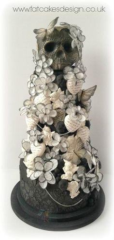 Looks beautiful, but maybe not wedding appropriate? Just maybe. >> Skull Cake