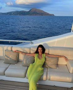 Kendall Jenner Outfits, Kendall And Kylie Jenner, Neon Green Dresses, Foto Instagram, Latest Instagram, Kardashian Jenner, Camila, Celebrity Style, Celebs