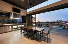 Luxurious Penthouse with Incredible Views over the City of Melbourne, Australia #luxurypenthouse