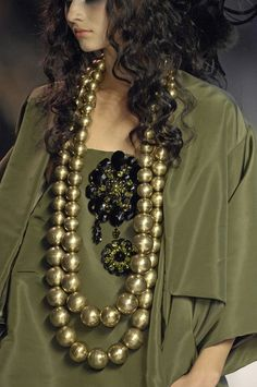 Love this color and necklace for fall. Think it's interesting but this doesn't work.
