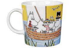 Muumi-kesämuki 2014 - Purjehtien Tahmatassun & Tuutikin kanssa, Moomin summer mug 2014 Moomin Shop, Moomin Mugs, Tove Jansson, Moomin Valley, Royal Design, Mug Designs, Pretty Cool, Helsinki, Tea Set