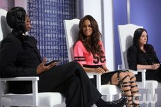 """America\'s Next Top Model --  """"The Girl Who Got Five Frames"""" --  Image: TM2106b_0020b -- Pictured left to right: J. Alexander, Tyra Banks and Kelly Cutrone -- Cycle 21 --  Photo: Patrick Wymore/The CW --  ©2014 The CW Network, LLC. All Rights Reserved"""