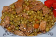 Green peas and meat Cooked Chicken Recipes, How To Cook Chicken, Meat Recipes, Cooking Recipes, Romanian Food, Romanian Recipes, Food Hacks, Sausage, Side Dishes