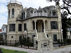 Old Abandoned Houses In Galveston - - Yahoo Image Search Results Abandoned Mansion For Sale, Old Abandoned Houses, Abandoned Buildings, Abandoned Places, Old Houses, Abandoned Property, Haunted Places, Victorian Architecture, Beautiful Architecture