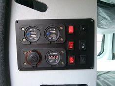 DIY tableau électrique maison 12v avec 4 prises USB, prise allume cigare, voltmètre et 6 interrupteurs pour les éclairages LED - Trafic II Passenger 2007 L1H1 5/2p Wkend/Vacances Surf/Vélo