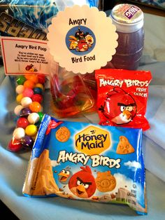 This incredibly fun Angry Birds Birthday Party is being shared with you by Marci Coombs. She and her friend threw… Bird Birthday Parties, Birthday Party Favors, Birthday Fun, Birthday Ideas, Birthday Celebrations, Festa Angry Birds, Bird Theme, Star Wars Birthday, Party Time