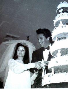 Elvis Presley and Priscilla rare wedding photos. Elvis Presley Live, Elvis And Priscilla, Elvis Presley Photos, Elvis Wedding, Wedding Website Examples, Robert Sean Leonard, Wedding Venues In Virginia, Wedding Invitation Etiquette, Private Wedding