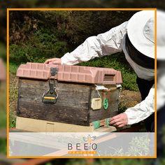 Sözleşmeli Arıcılık Nedir? BEEO arı ürünleri, tamamen doğal bir çevrede bulunan kovanlarda, doğru ekipmanlar ile kontrollü koşullarda üretilir. Üretici ile bu koşulları içeren bir sözleşme yapılır. Bu yöntem ile, üretim koşulları ve ürün kalitesi kontrol edilerek %100 doğal ve yüksek kalitede bal, arı sütü, propolis ve polen elde edilir.  www.beeo.com.tr
