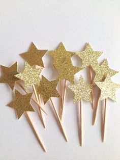 Gold glitter star cupcake picks-Gold star cake toppers-Twinkle twinkle little star party picks-Birthday party toppers Glitter Stars, Gold Stars, Gold Glitter, Glitter Heels, Glitter Makeup, Glitter Nikes, Glitter Converse, Glitter Bomb, Glitter Glue