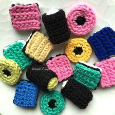 Legemad / Hæklede lakridskonfekt Crochet Food, Crochet For Kids, Knit Crochet, Play Food, Drops Design, Afternoon Tea, Crochet Projects, Doll Clothes, Knitwear