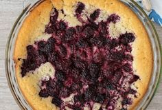 Crazy Crust Berry Pie - this berry pie recipe has a crust that makes itself! It's a cross between a cobbler and a crust and it's perfect for dessert! Pie Recipes, Dessert Recipes, Cooking Recipes, Easy Recipes, Amish Recipes, Recipies, Easy Desserts, Delicious Desserts, Breakfast Pie