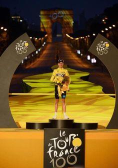 22013 21/7 rit 21 Paris  Champs-Élysées  Eindpodium. The winner of the 100th Le Tour de France: Christopher Froome