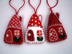 Fieltro adornos de Navidad rojo y blanco casas por PuffinPatchwork
