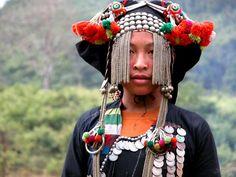 enfants du monde | laos akka Traditional Fashion, Traditional Dresses, Costume Ethnique, Vietnam, Tribal Hair, Laos People, Folk Costume, Costumes, People Of The World