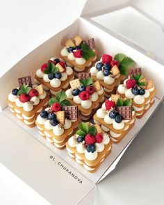 Sweet Recipes, Cake Recipes, Dessert Recipes, Mini Cakes, Cupcake Cakes, Patisserie Fine, Number Cakes, Breakfast Cake, Fancy Desserts