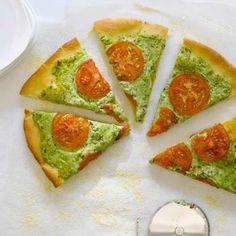 <3 { arugula pesto, ricotta, and smoked mozzarella pizza }