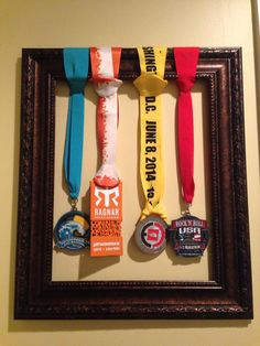 Deb Runs | Saving Buku Bucks – DIY Race Medal Display | http://debruns.com