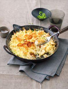 Spätzlepfanne mit Käse und Zwiebeln | http://eatsmarter.de/rezepte/spaetzlepfanne-mit-kaese-und-zwiebeln