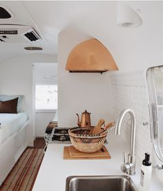 These Instagram Perfect Airstream Homes will Inspire your Next Adventure | Dreaming of Instagram-pretty travels and spontanious trips? There's no better way to experience life at it's fullest than in the great outdoors with a beautifully designed vintage airstream. These 5 Vintage Space Ships on Wheels below will give you the wanderlust and inspiration to keep/get yourself focused and healthy. Neep help planning your tiny home? Contact us! #Travel #Minimalist #Airstream #Passion #Adventure