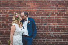 Le mariage industriel et fleuri de Najma et Guyaume à Montréal – La Sœur de la Mariée - Blog Mariage Couple Photos, Couples, Wedding Dresses, Fashion, Industrial Wedding, Floral, Couple Shots, Bride Dresses, Moda