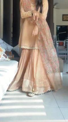 Pakistani Party Wear Dresses, Desi Wedding Dresses, Asian Bridal Dresses, Designer Party Wear Dresses, Kurti Designs Party Wear, Indian Designer Outfits, Pakistani Outfits, Punjabi Salwar Suits, Anarkali Suits