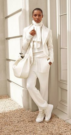 Cool and stylish winter white outfit. Cool Cowl Store a Girls's Clothes Retailer with Cool Outfit Concepts Cool and stylish winter white outfit. Cool Cowl Store a Girls's Clothes Retailer with Cool Outfit Concepts, White Fashion, Look Fashion, Autumn Fashion, Monochrome Fashion, Woman Fashion, 80s Fashion, Fashion 2020, Ladies Fashion, Mode Outfits