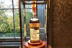 Nuevo récord, una botella de The Macallan por 1,5 millones de dólares - Foto Macallan Valerio Adami 1926 Whisky, Whiskey Bottle, Wine, Drinks, Twitter, Gastronomia, Gourmet Recipes, Cuisine, One Million Dollars