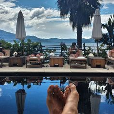 Books and poolside lounging at the Ninja Estate this afternoon. Treat yourself well, we say. . .  Lake Atitlan, Guatemala.  #CarpeDiem #LifeByDesign #wanderlust #jetset #firstclass #handselected #exclusive #adventuretravel #poolside #volcanos #luxurytravel #Rejuvenate #ninjacampbali #Chosen #Chōsen