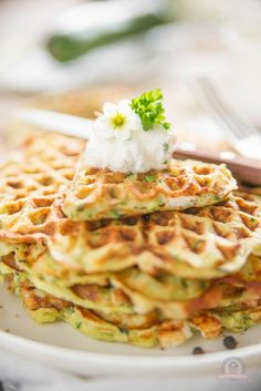 Suitable for spring and weapon Sunday, I spoil you with fine, juicy feta zucchini waffles. Suitable for spring and weapon Sunday, I spoil you with fine, juicy feta zucchini waffles. Baby Food Recipes, Indian Food Recipes, Healthy Recipes, Snacks Recipes, Finger Foods, Breakfast Recipes, Food Porn, Brunch, Food And Drink