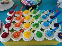 Beautiful cupcakes at a Rainbow party! Rainbow Party Favors, Rainbow Parties, Rainbow Birthday Party, 1st Birthday Parties, 9th Birthday, Birthday Ideas, Rainbow Food, Taste The Rainbow, Cupcakes Bonitos