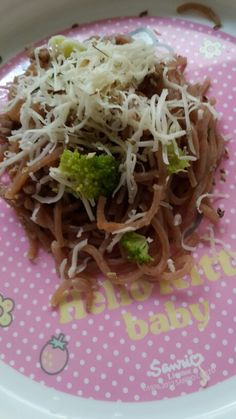 DIY fried beetroot mee,with topping brocolli cheese and beef on top