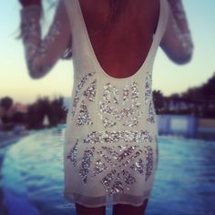 That Stylish Girl : White Low Back Sequin Dress Look Boho, Look Chic, Looks Style, Style Me, Look Fashion, Fashion Beauty, Fashion Glamour, Vogue Fashion, Spring Fashion
